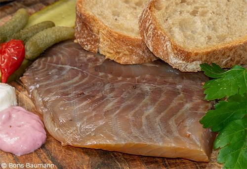Amperbrotzeit: Kaltgeräuchertes Karpfenfilet mit Wurzelbrot